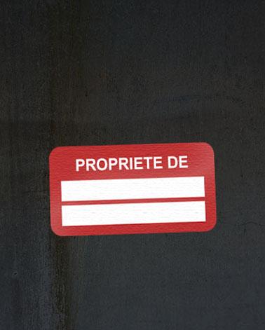 Les étiquettes de propriété.